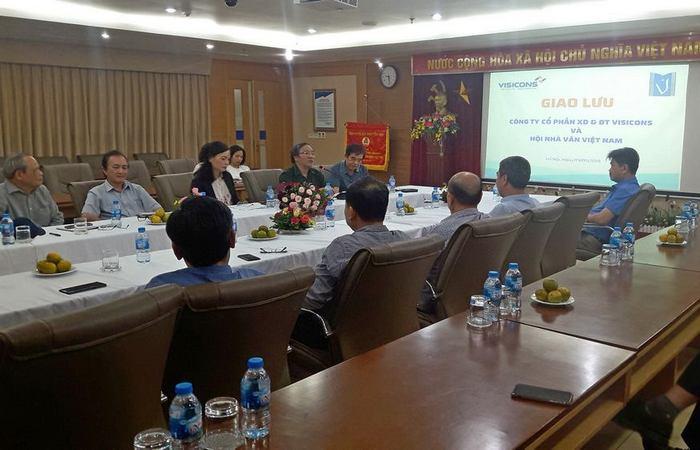Giao lưu Hội nhà văn Việt Nam & Công ty CP Xây dựng và Đầu tư Visicons